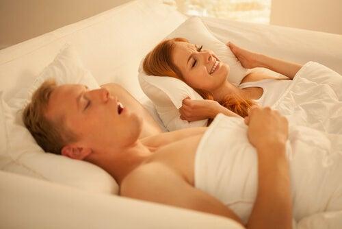 Consejos y remedios caseros para dejar de roncar