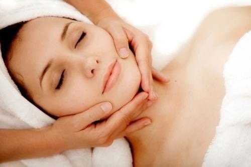 Conoce cómo realizar un masaje linfático en casa