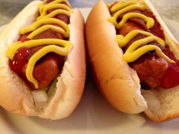 ¿Por qué es malo alimentar a los niños con hot dogs?