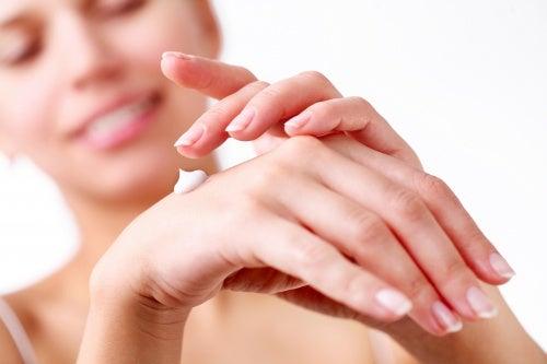 Es-muy-importante-tener-las-uñas-bien-hidratadas-para-que-luzcan-bonitas.