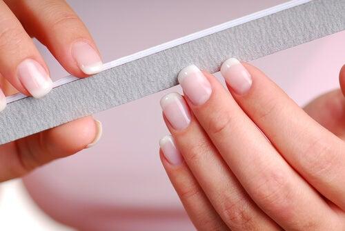 Consejos para mantener tus uñas sanas este verano