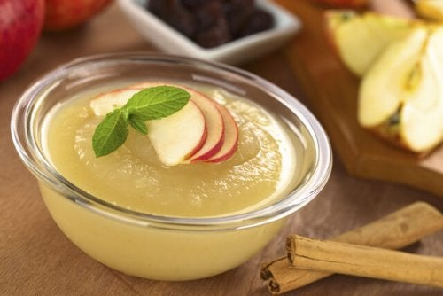 Hacer compotas en casa con manzana y canela