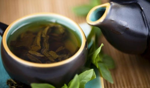 Cura depurativa de té verde, limón y estevia