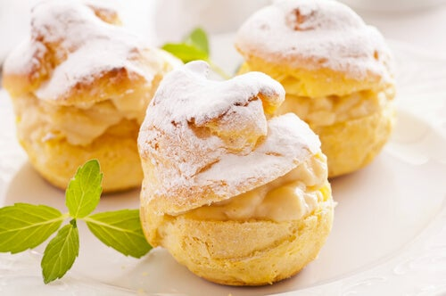 Buñuelos con crema pastelera