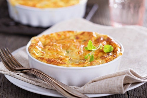 Cacerola de hash brown con verduras y queso