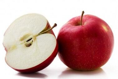 Comer una manzana al día puede ayudar a controlar los niveles de glucosa.