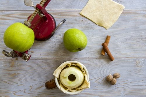 Ingredientes para preparar dumplings de manzana.