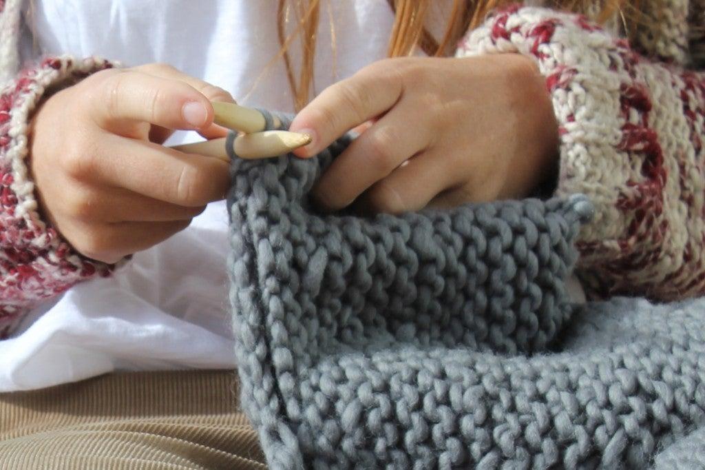 Lanaterapia: Los grandes beneficios para la salud de tejer a mano