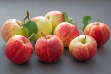 Los beneficios de comer una manzana al día