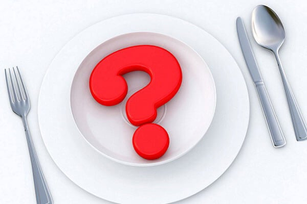 El riesgo de saltarse comidas con la idea de perder peso