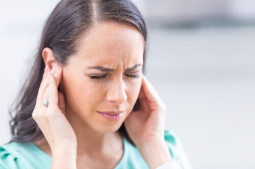 Acúfenos, esos molestos pitidos en los oídos: causas y tratamientos