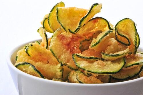 Prueba esta deliciosa receta de chips de calabacín