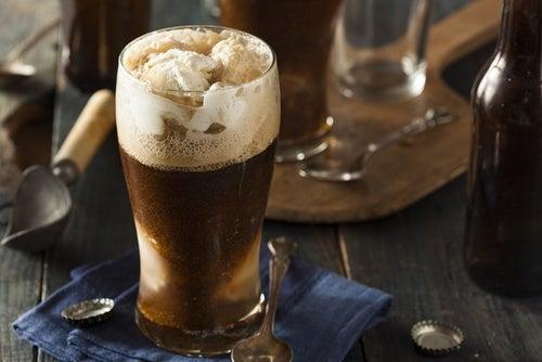 Flotante de cerveza de raíz