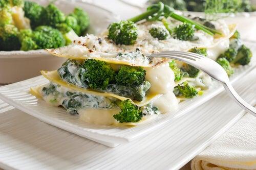 Lasaña de brócoli con queso y nueces