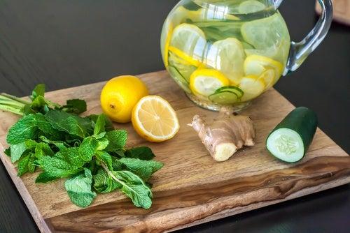 Dieta de desintoxicación y limpieza con limón, jengibre y pepino