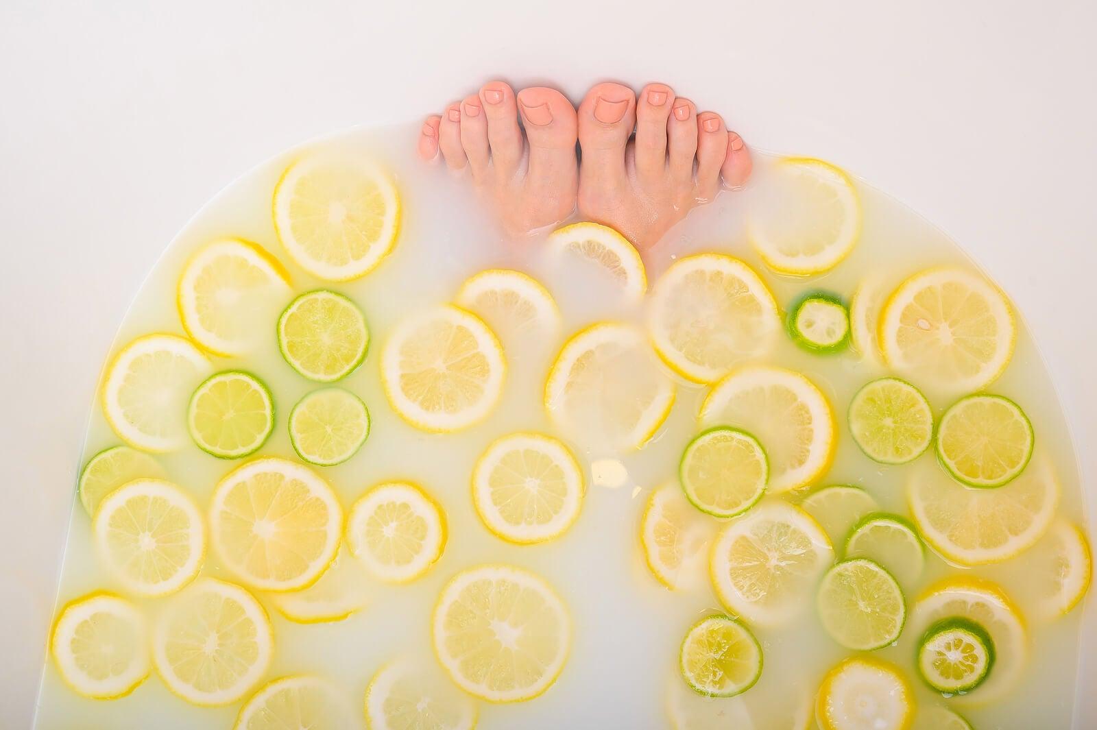 Baño para pies con glicerina y limón
