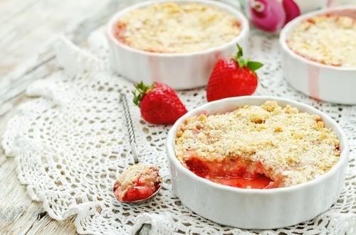 Pastel crujiente de fresas