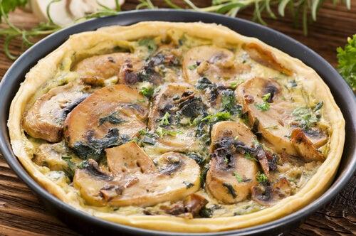 Quiché de espinacas, champiñones y queso sin corteza