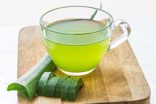 Cómo hacer jugo de aloe vera para tratamientos medicinales
