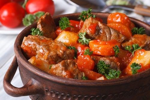 Ternera con pimientos y cebolla