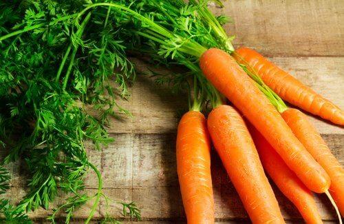 Varias zanahorias.