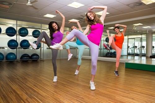 Chicas bailando zumba