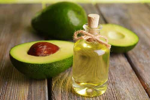 8 tips para usar el aceite de aguacate en tu rutina de belleza
