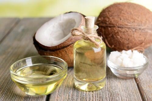 Tratar las quemaduras y el acné con el aceite de coco