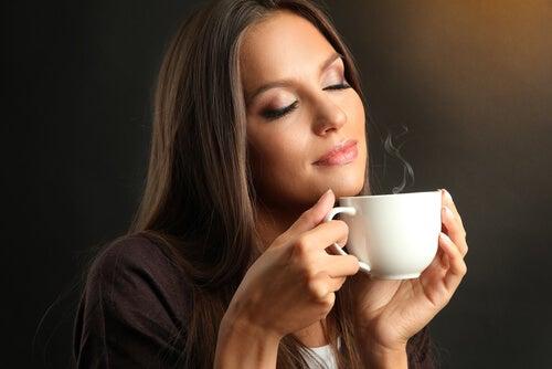 Un estudio confirma que beber café puede hacerte más feliz