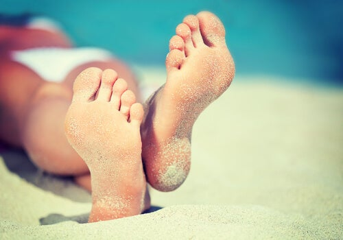 Cómo eliminar callos y verrugas de los pies