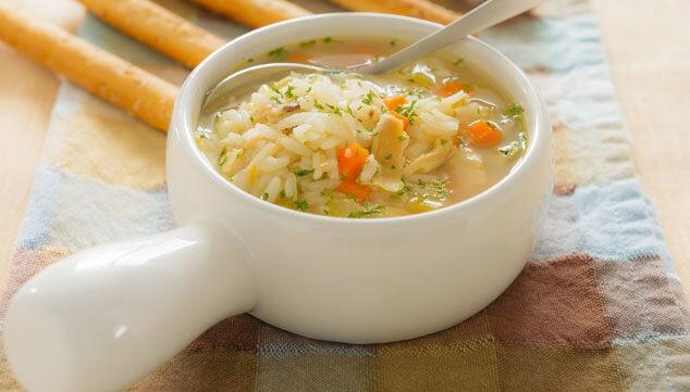 Enfrentar a gripe com caldo de frango e arroz