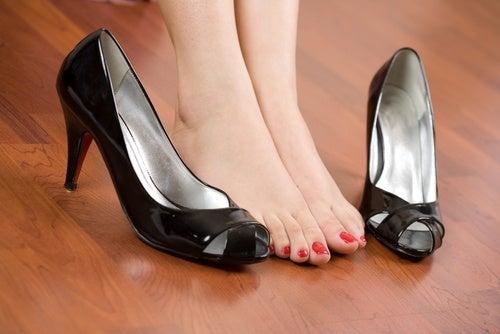 Dile adiós al dolor en tus pies por el calzado aplicando estos sencillos trucos