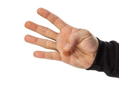 Los ejercicios con el dedo pulgar también son muy recomendados para aminorar el dolor provocado por la artrosis.