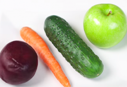 Ingredientes del jugo de remolacha, pepino y manzana