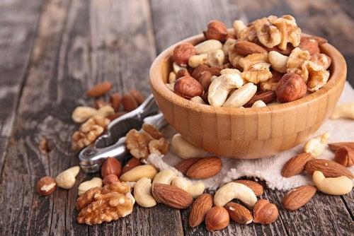 Los frutos secos aportan nutrientes que ayudan a desintoxicar el hígado