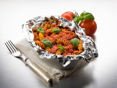 Pequeñas-cantidades-de-aluminio-se-podrían-filtrar-en-los-alimentos