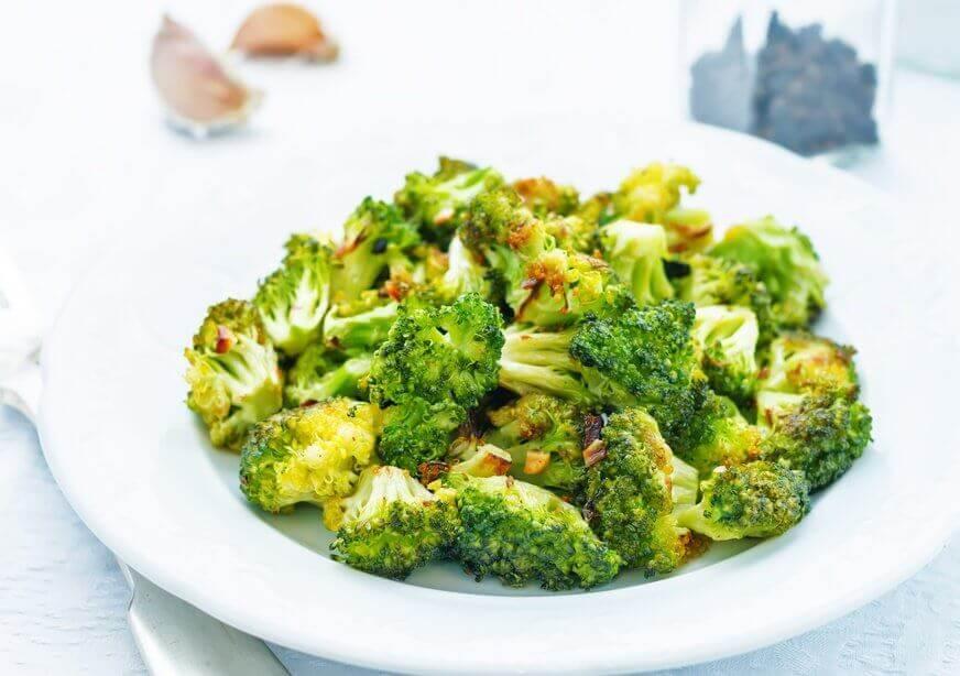 ¿Cómo preparar una ensalada saludable de brócoli?