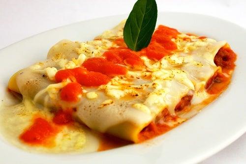 Canelones con salsa boloñesa