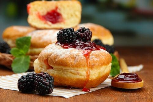 Donuts rellenos de mermelada