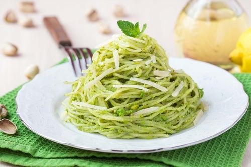 espagueti crema pistachos