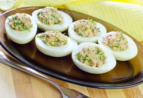 Huevos rellenos gratinados