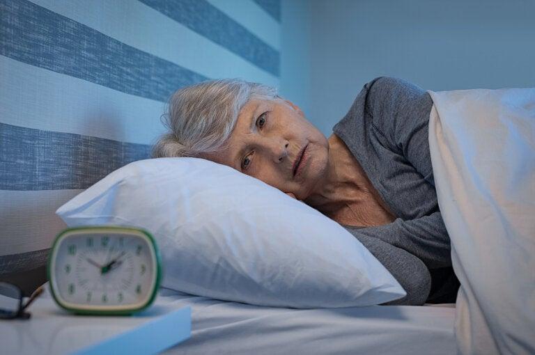 La falta de sueño podría tener una relación con la demencia
