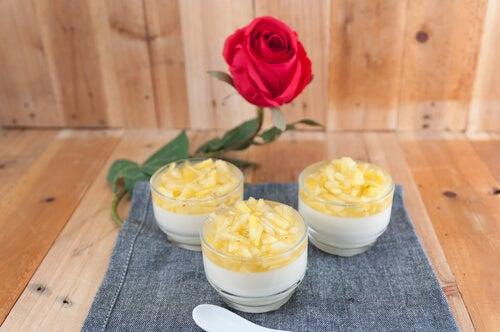 Pastel frío de piña con leche condensada