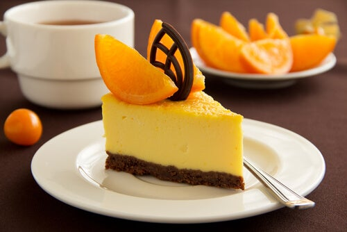 Tarta de queso y naranja con chocolate