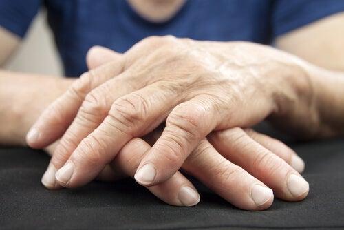 El dolor de articulaciones está relacionado con bacterias en el intestino