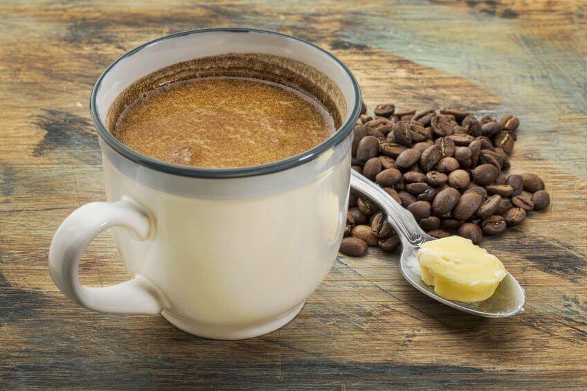 Café endulzado con mantequilla: ¿Una moda saludable o perjudicial?