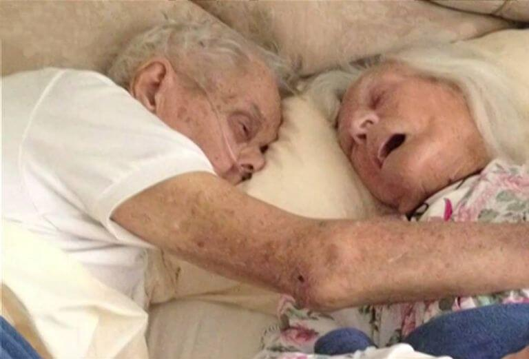 Pareja casada durante 75 años mueren en la misma cama con pocas horas de diferencia