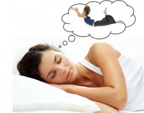 Saltos al dormir