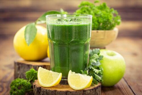 5 bebidas que mejorarán tu salud y te harán que bajes de peso