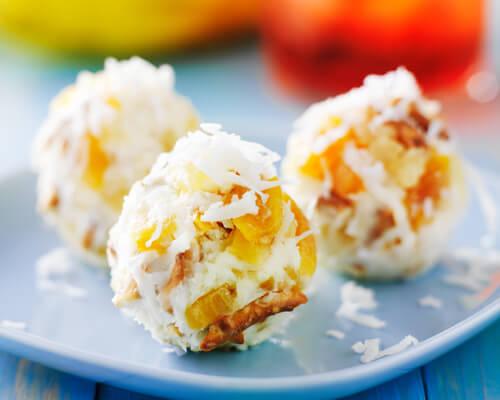 Bola de queso y piña para untar